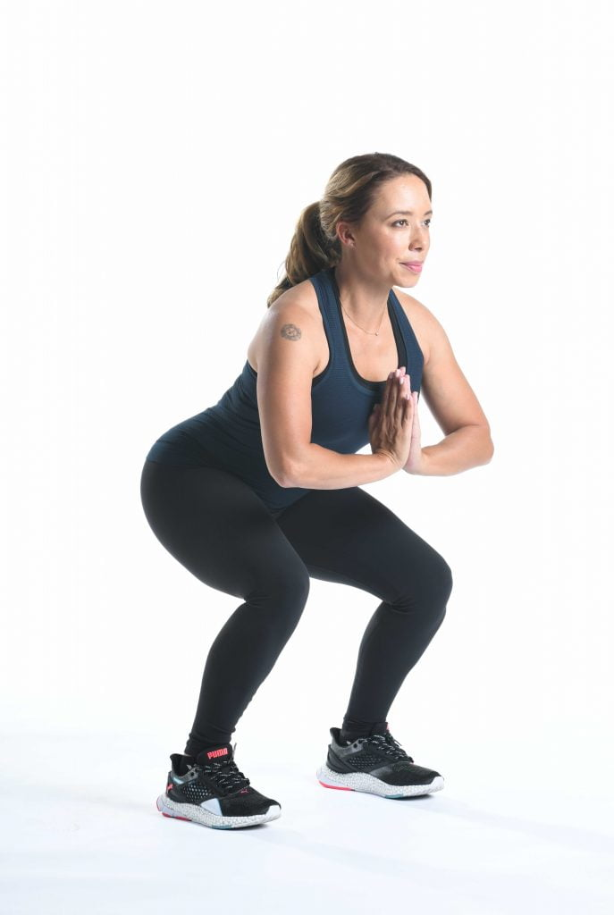 居家防疫也不忘運動,深蹲可鍛鍊臀腿功能,強健身體