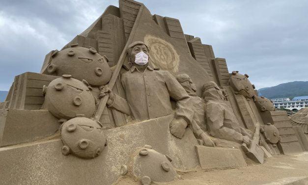 [2020福隆沙雕藝術季]全台最大55公尺沙雕巨人,防疫國家隊沙雕戴粉紅口罩成亮點,前1000名免費入場