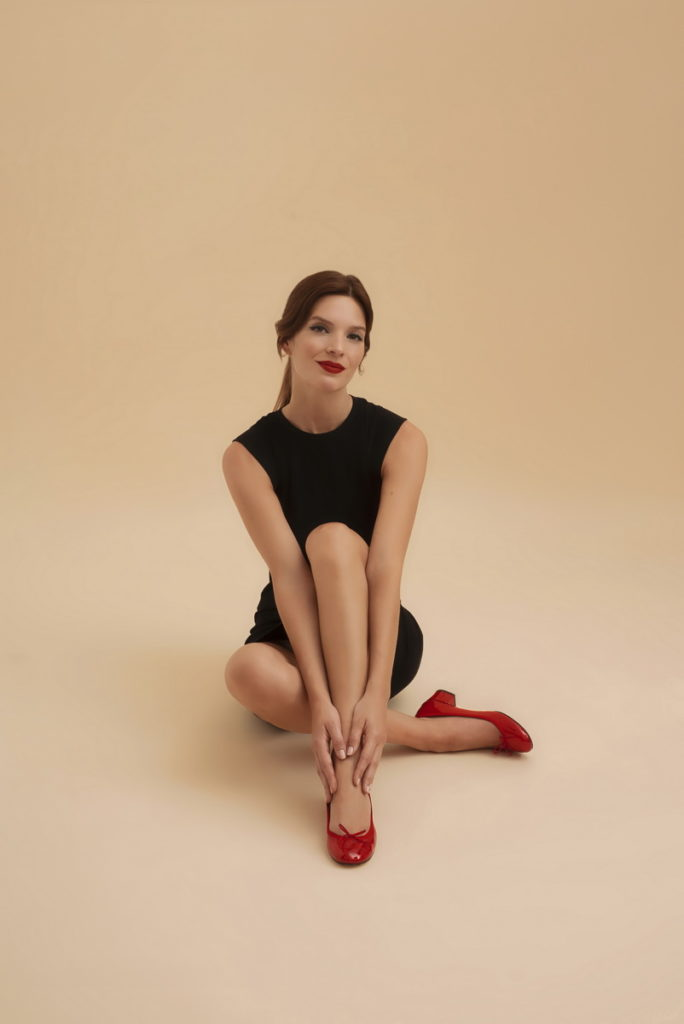 Repetto 法國芭蕾精品鞋履品牌_Cendrillon 經典紅鞋形象照